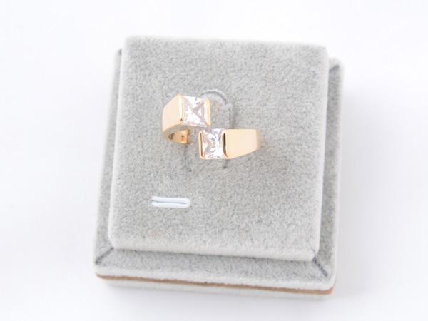 Кольцо с кристаллами сваровски арт.112 золотого цвета